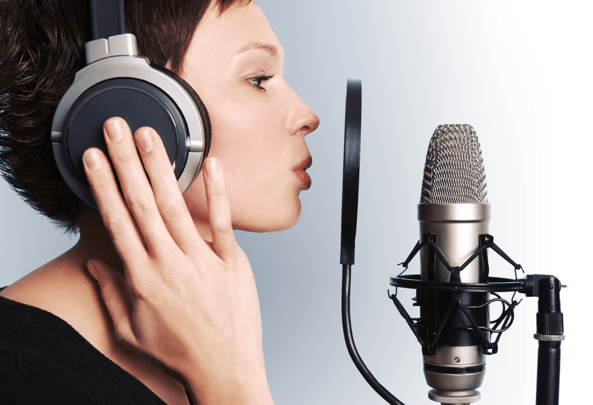 Testimonial Telephone Vox. Voice over in front of a professional microphone
